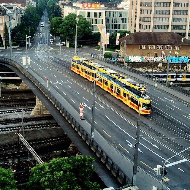 La motito y los trenes en Basel.